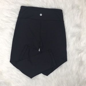 Lululemon Wunder under crops pants sz 4 Black EUC